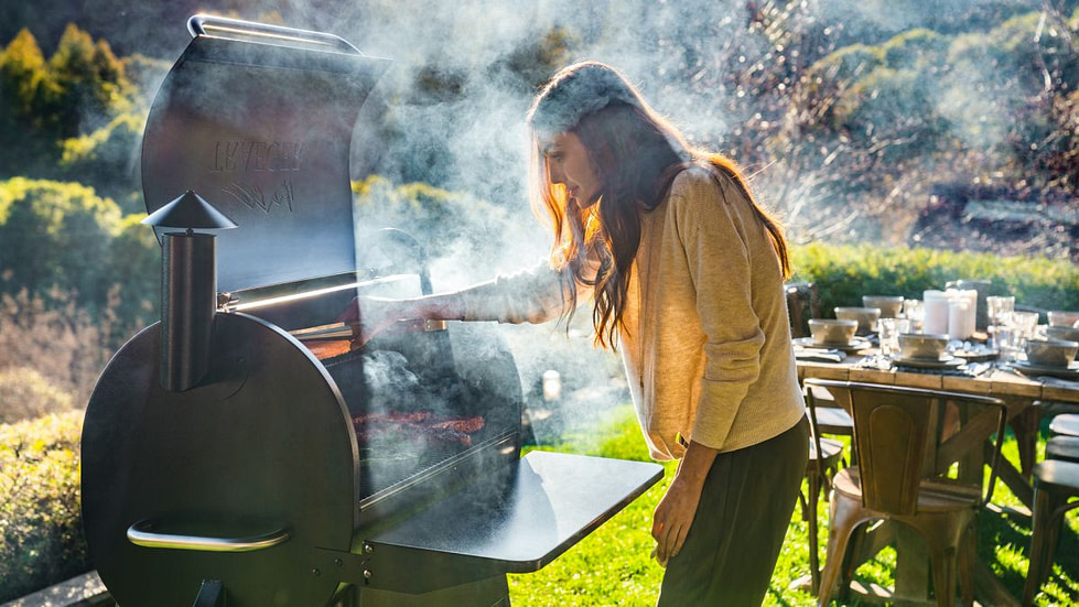 How to use wood chips on a grill